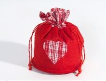 FELT BAG W/HEART. RED. 18X14.5 CM ca. 18